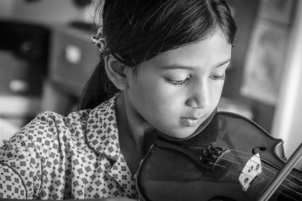 Black and white portrait of a girl playing the violin