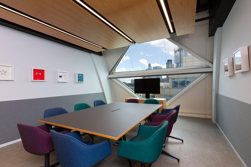 Office desk in Wood St London
